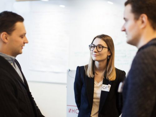 13 simple ways to get better at small talk