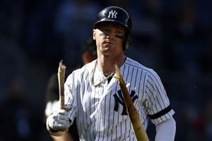 Clint Frazier not in Yankees' lineup after hurting ankle