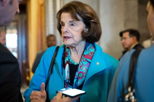 Feinstein: Vote on Barr depends if Mueller report will go public