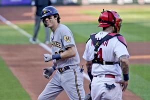 Yelich homers, Brewers beat Cards in key doubleheader opener