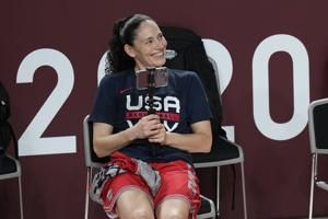 Sue Bird sees no hypocrisy in US staying on court for anthem