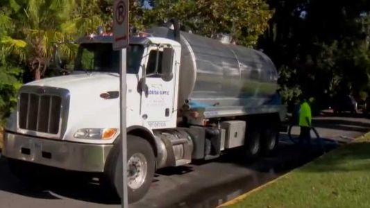 Orlando community left with smelly mess after sewage spill near lake