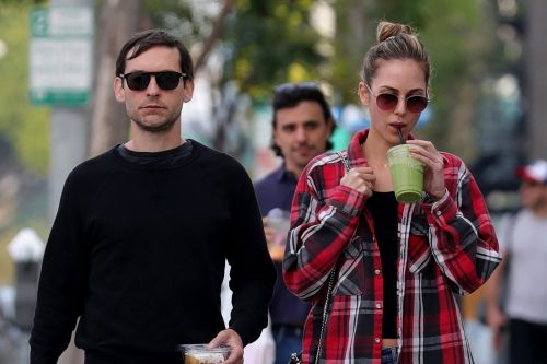 Tobey Maguire and girlfriend Tatiana Dieteman spotted ring shopping