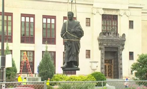 Crews remove Christopher Columbus statue outside of Columbus City Hall