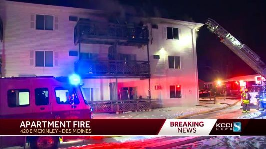 12 displaced after fire breaks out at Des Moines apartment