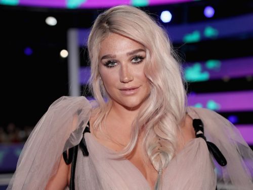 Kesha ditched foundation in a new selfie that shows off her freckles - and fans are loving it