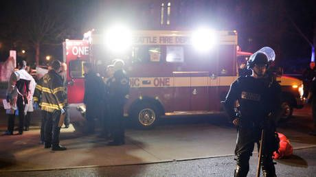 1 killed, 5 injured in Seattle shooting, suspect at large