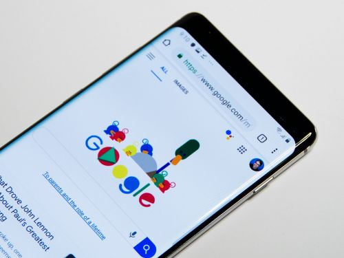 How to hide the camera notch on a Samsung Galaxy S10, by adjusting your screen or downloading a custom wallpaper