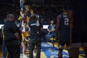 West Virginia basketball dismisses starters Esa Ahmad, Wesley Harris for violation of policies