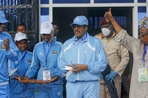 Mortar shells hit after Somalia celebrates reopened stadium