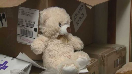 Former patient donates teddy bears to Aurora St. Luke's