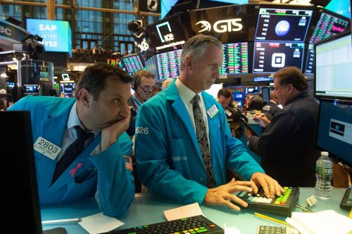 Stocks plummet more than 500 points for second day