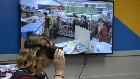 Retail employees use virtual reality to prepare for Black Friday