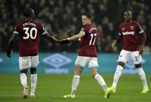 Dubious Hernandez goal helps West Ham sink Fulham 3-1
