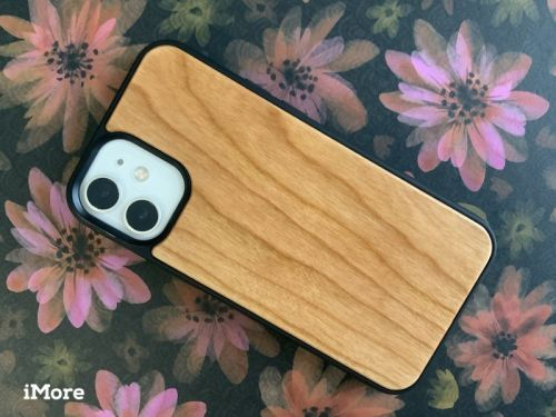 Review: The Oakywood Wooden MagSafe Case for iPhone 12 is a beauty