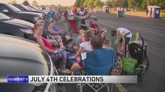 Schaumburg Boomers open parking lot for drive-in fireworks