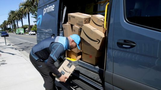 Amazon Is Offering To Keep 125,000 Workers It Hired For The Pandemic