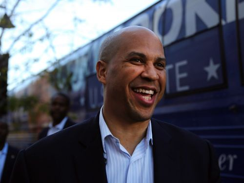 Experts say Cory Booker's unusual status as a single man could make a run for president even tougher