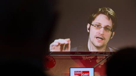 Paris' justice minister backs accepting Snowden, who floats taking refuge in France