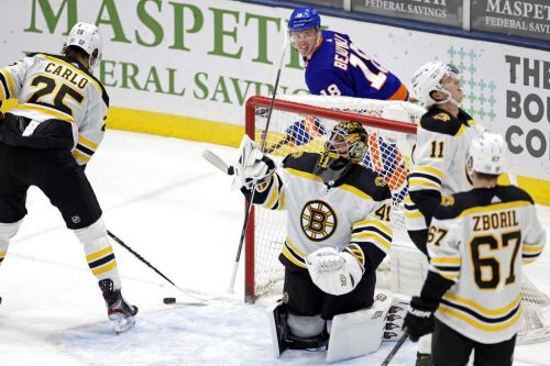 Islanders knock off Bruins with 3rd period onslaught