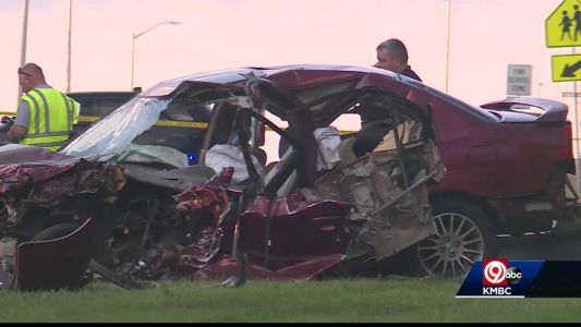 17-year-old dies from injuries suffered in crash Sunday, Olathe police say