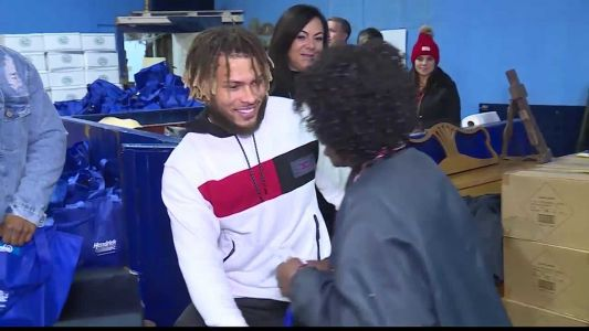 Chiefs safety Tyrann Mathieu helps pass out turkeys, holiday meals