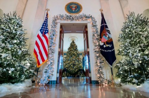 Illinois Capitol nixes holiday displays due to COVID-19