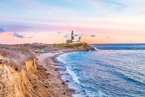 Montauk Air offers cheap flights to the Hamptons - beer and chips included
