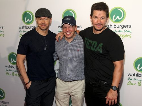 Wahlberg brothers to visit Wahlburgers in Pittsburgh