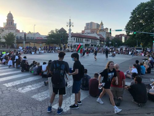 Protesters block streets, march through Country Club Plaza Thursday night