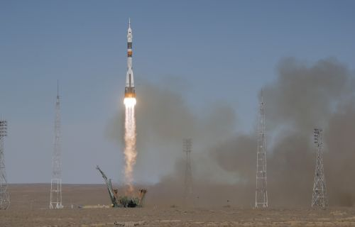 Soyuz Rocket Carrying US Astronaut, Russian Cosmonaut Fails During Launch, Crew Falling Back to Earth