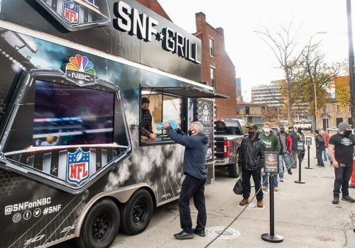 'Volunteering is powerful': Light of Life Rescue Mission partners with NBC Sports to provide Thanksgiving sustenance