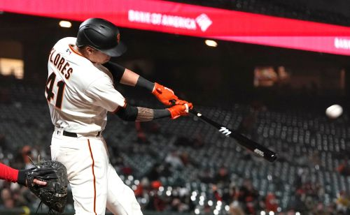Wilmer Flores leads Giants to crazy win over Reds