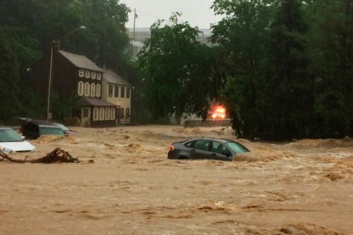 Flash flood sweeps cars down street in Maryland