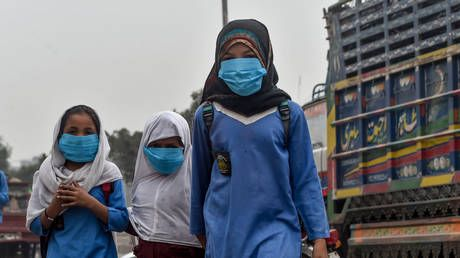 Schools close in Pakistan's largest cities amid toxic smog emergency
