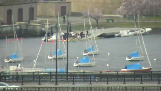 2 crew boats capsize on Charles River