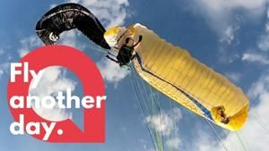 Heart pumping footage shows the moment two paragliders are involved in a mid-air collision