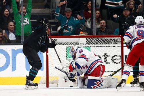 Rangers bounce back behind Artemi Panarin's hat trick