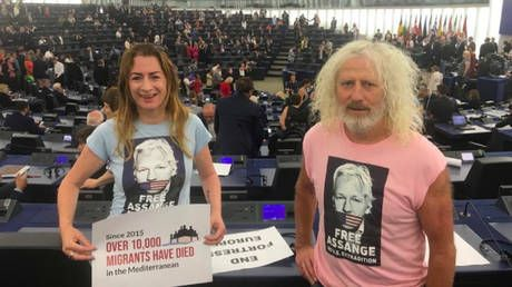 'Free Assange': Irish MEPs wear T-shirts supporting WikiLeaks founder on first day in EU Parliament