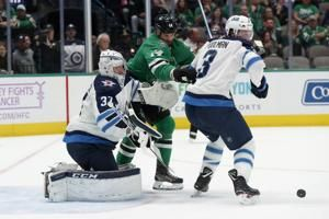 Benn scores winner, Stars take 5th straight, 5-3 over Jets