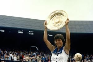 AP Was There: Navratilova tops Evert for 1st Slam title