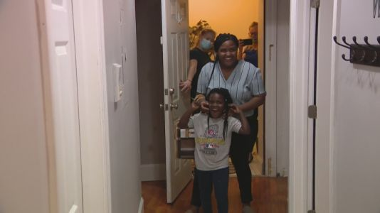 Home for the holidays: DePaul grad and daughter celebrate Thanksgiving in furnished apartment with help from non-profit