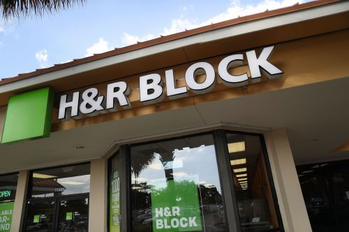 H&R Block closing 400 locations and lowers outlook