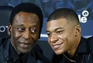 Soccer great Pele hospitalized with urinary infection