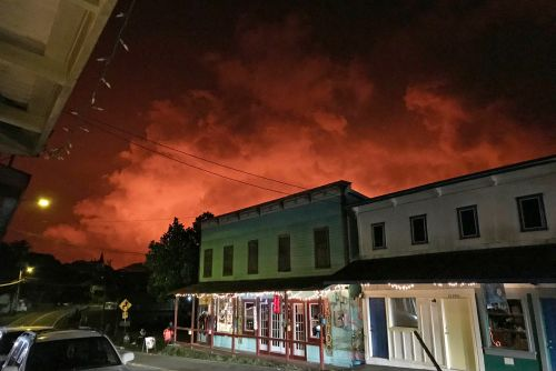 Hawaii town hopes to cash in on tourists looking to see lava