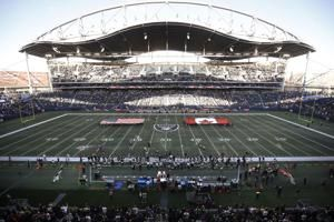 Raiders edge Packers on 80-yard field in Winnipeg