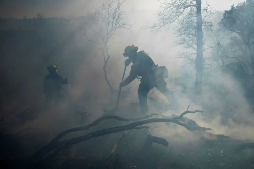 Big power shutoffs in California as winds boost fire danger