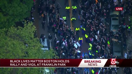 Large crowd of peaceful protesters surrounds Boston police convoy
