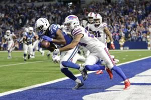 Colts, Luck use efficient air show to blow out Bills 37-5
