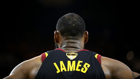 LeBron James met with Lakers coach Luke Walton during summer league visit, report says